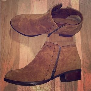 Brand new Minnetonka booties